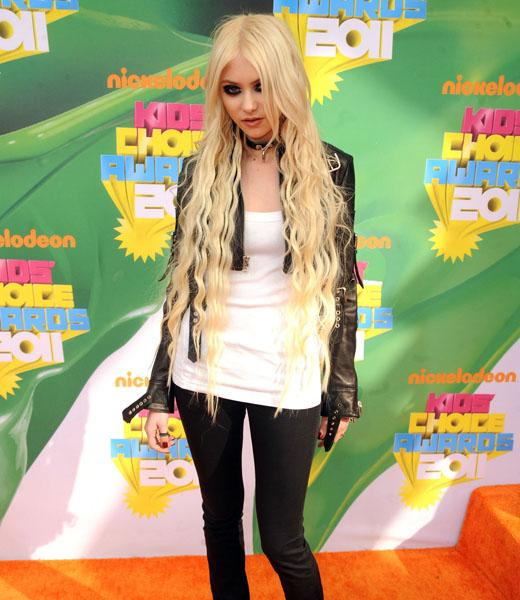 /nick-assets/blogs/images/kids-choice-awards/taylor-momsen-orange-carpet.jpg