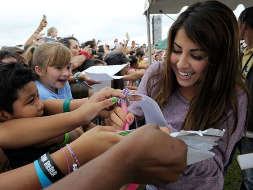 Victorious' Most Wanted|Daniella Monet's got so many fans, she can barely keep up with the autographs!