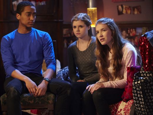 Poor Alfie!|Amber and Nina attempt to hold a Sibuna convo while Alfie desperately tries to get Ams' attention.