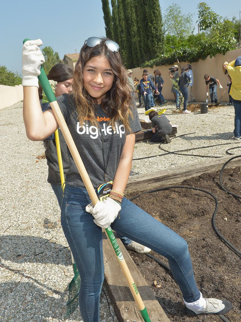 Picture Pause|Lulu Antariksa smiled big for The Big Help cameras before heading back to work for Mother Earth.