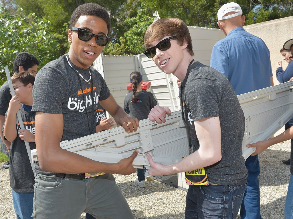 Building Buds|Pals Chris O'Neal (Kevin) and Noah Crawford (Nelson) teamed up to help build a garden shed for this Pasadena school. Great work, guys!