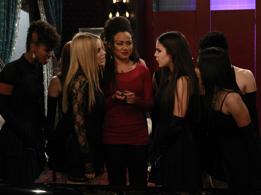 Perf Problems|Uh oh, could Molly and Grace turning on each other? There must be a full moon out!