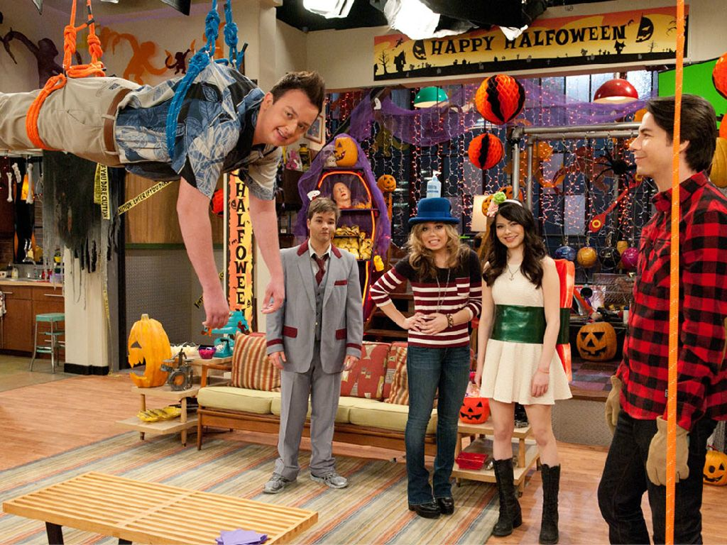 Halfoween Team|Don't miss this fright-filled episode of iCarly to prepare for your own Halfoween festivities!