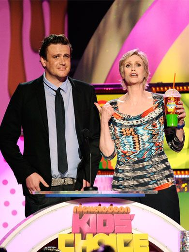 Jason and Jane|Everything seems normal as Jason Segel and Jane Lynch prepare to present Favorite Music Group, but what is Jane drinking?