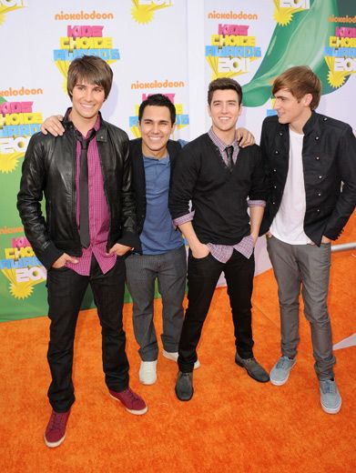 Big Time Boys|Hey Kendall! The camera's this way! Good thing his side profile is just as dreamy!