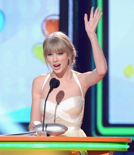 Blog Image: Taylor Swift Wins Big Help Award 2