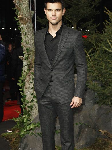 Twilight Tweed|Taylor Lautner can make anything look good, but we think he looks especially divine in this super sleek suit.
