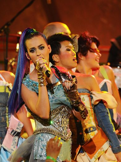KCA 2012: Throw Your Bombs|Katy Perry's ponytail picks up where Willow Smith left off last year, whipping around during her