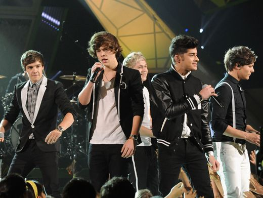 KCA 2012: All Directions|The 1D dudes fan out and face the audience from every angle during their performance of
