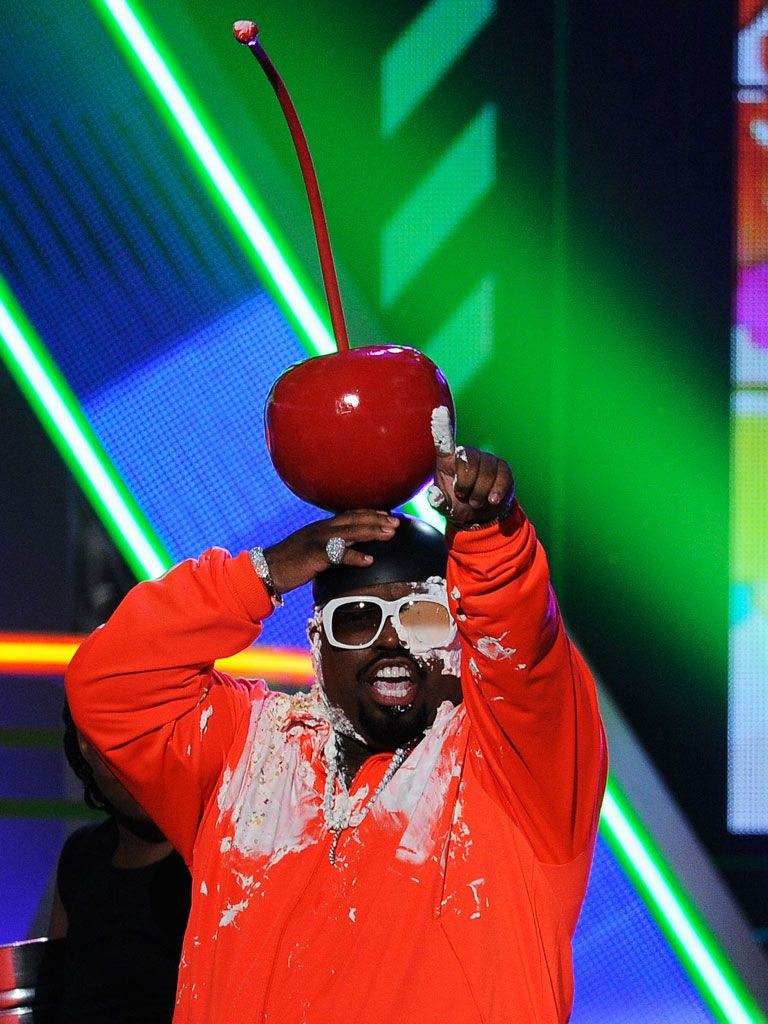 Life-Sized Cherry Steals the Show|Cee-high, Cee-low, Cee Lo's cherry grows and grows!