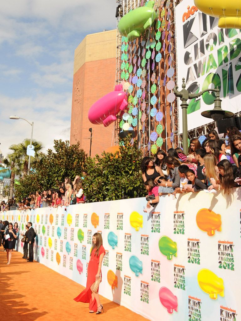 Pre-Show Shindigs|The Orange Carpet might as well be just as exciting as the actual KCAs -- cheering fans, flashing lights and trendy celebs all ROLLED into one!
