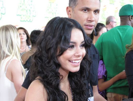 Vanessa Hudgens|Vanessa Hudgens=Favorite Movie Actress, KCA 2009!