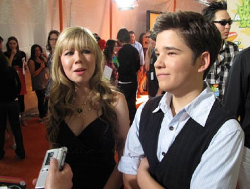 Jennette McCurdy & Nathan Kress|Jennette & Nathan get interviewed before becoming official interviewers themselves.