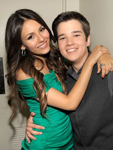 Victoria Justice & Nathan Kress|Two of Nickelodeon's favorite faces, as seen on Victorious and iCarly, get close for a photo on KCA night.