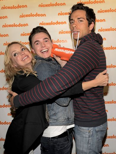 Anna Faris, Jesse McCartney & Zachary Levi|Blimp hug for the stars of Fave Movie, Alvin and the Chipmunks: The Squeakquel.