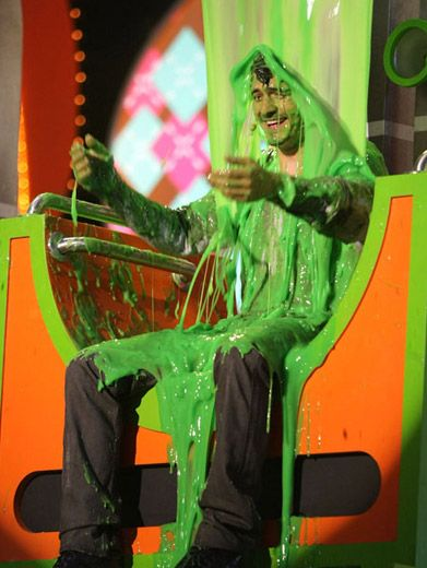 Stuck in the Slime Chair|Orlando Bloom takes a break from battling Orcs and pirates to get slimed at the '08 KCAs.