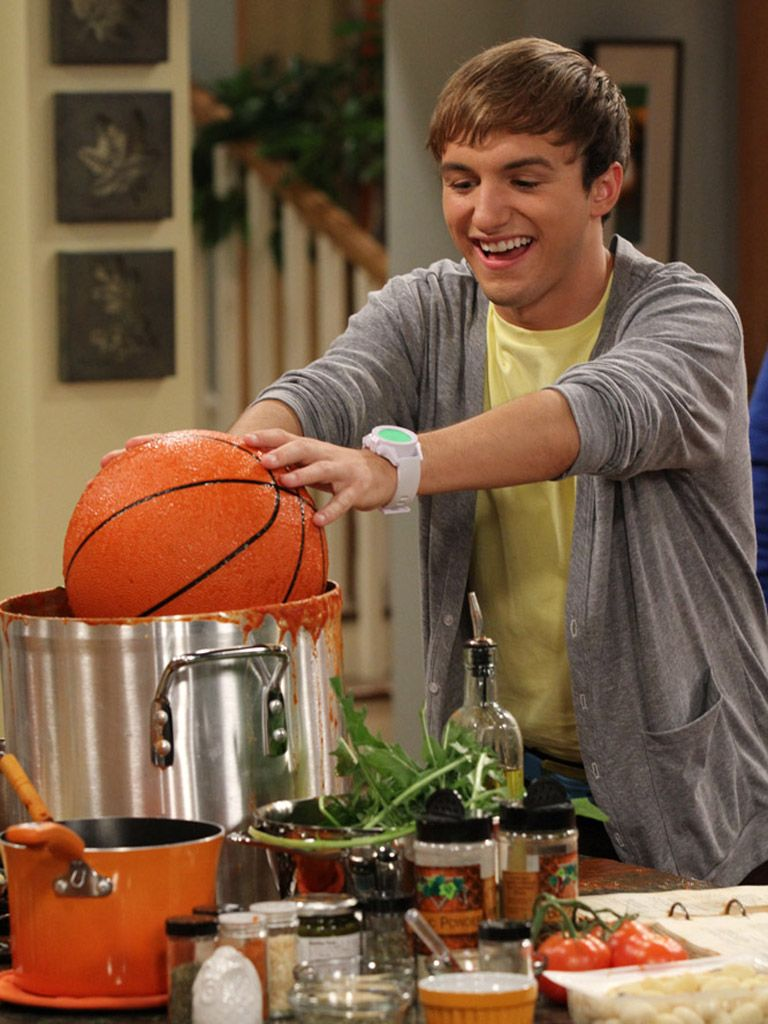 Penne a la Basketball|Nope, that's not how you play basketball either, Marvin.