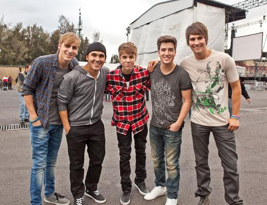 /nick-assets/shows/images/star411/blogs/images/btr-bieber-1.jpg