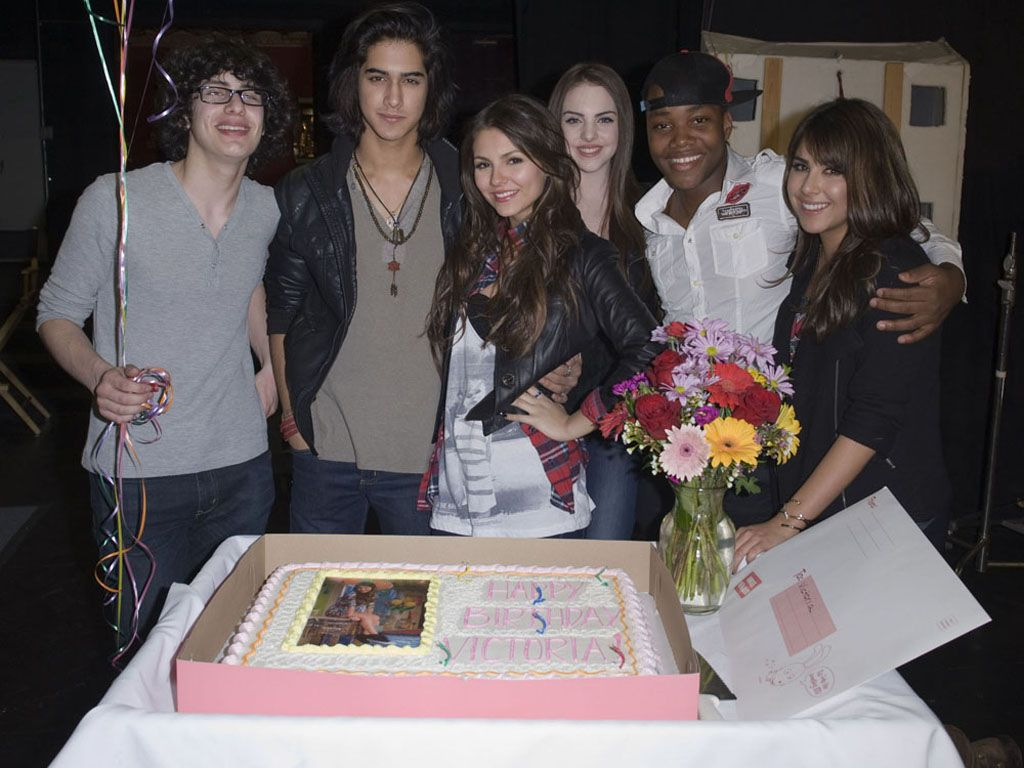 Party with Pals|Victoria celebrates her bday with her friends from the Victorious cast.